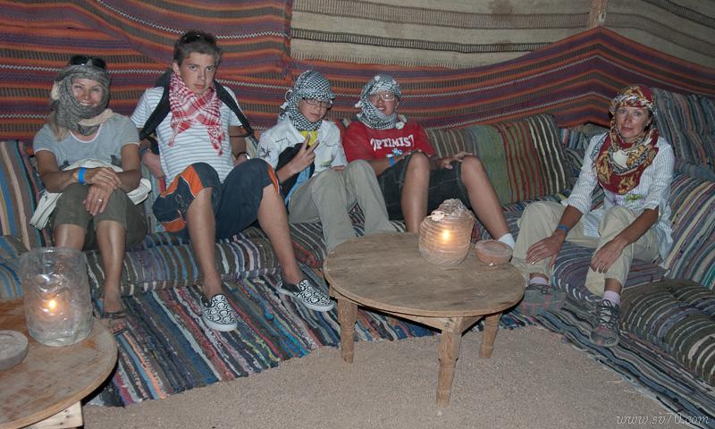 """Перерыв в сафари в""""бедуинской"""" деревне."""
