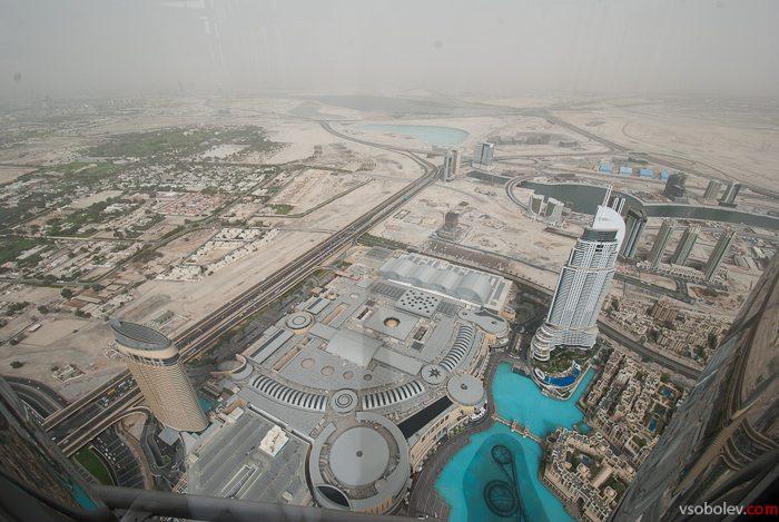 Крыша гигантского торгового центра