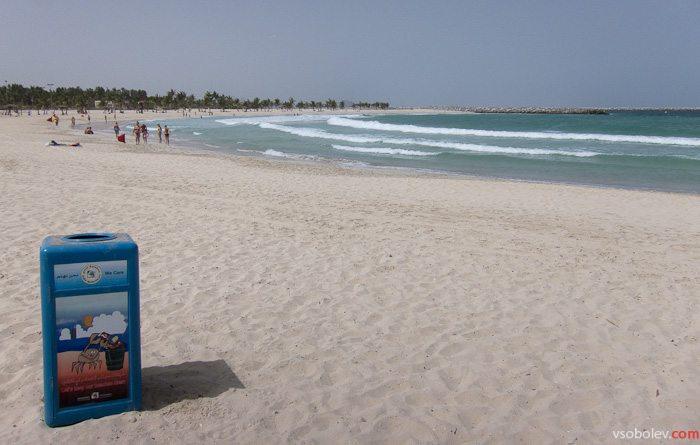 Ветер, волна. Пляж закрыт.