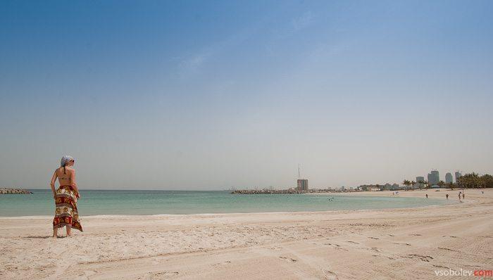 Пустынный пляж Дубай