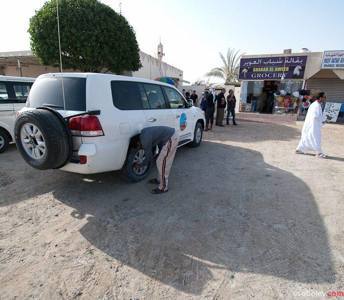 Перед поездкой все джипы снижают давление в шинах