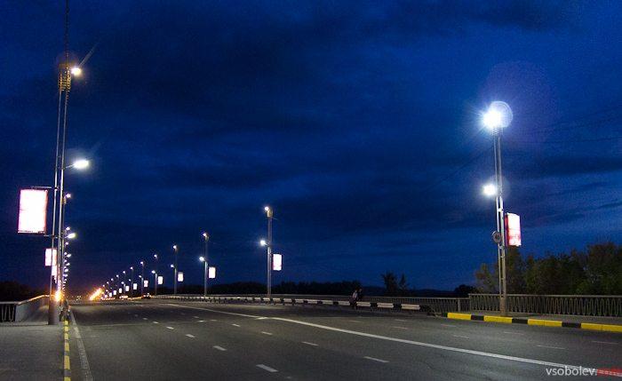 Мост через Иртыш со светодиодными фонарями
