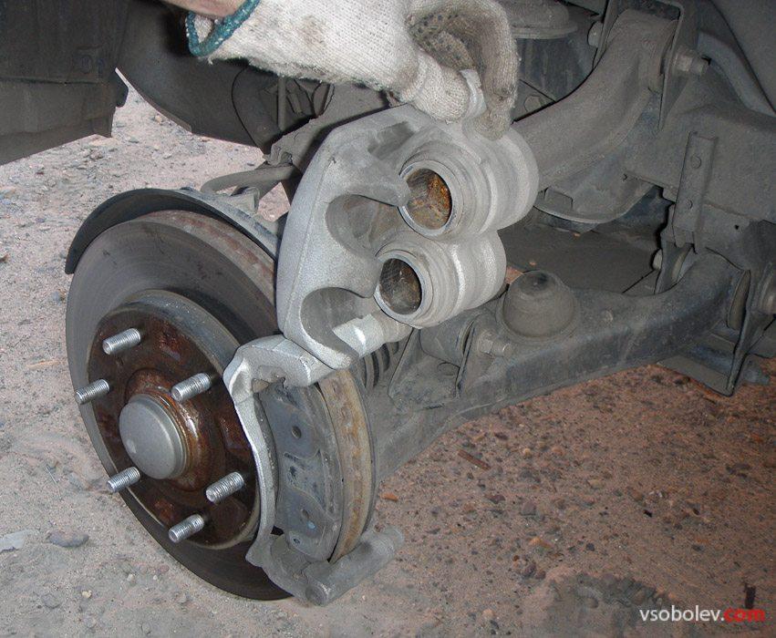 Замена тормозных клолодок на паджеро 2
