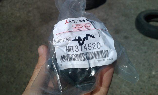 Втулка переднего стабилизатора в упаковке