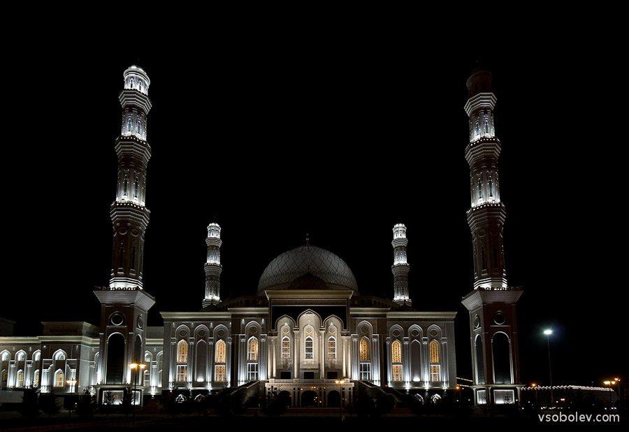 Мечеть Хазрет Султан в Астане - ночные фотографии