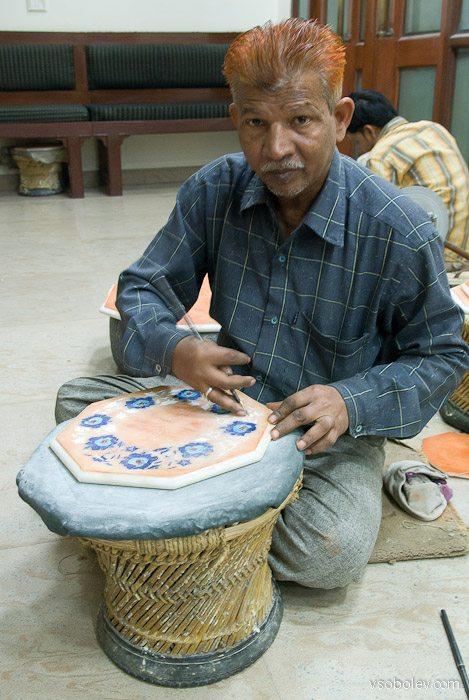Как делают ковры и мраморные столы в Индии