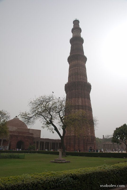 Кутуб-минар и железный столб Дели