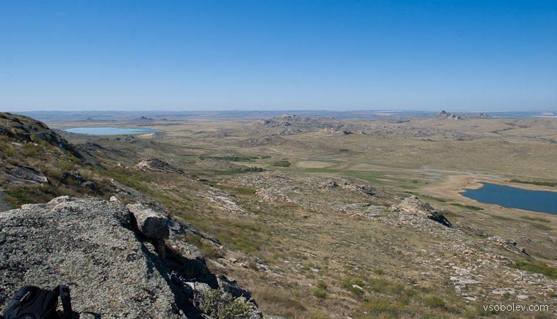 Монастыри - справа малое, слева большое озеро