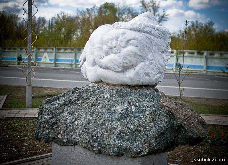 5 скульптур с набережной Иртыша в Усть-Каменогорске