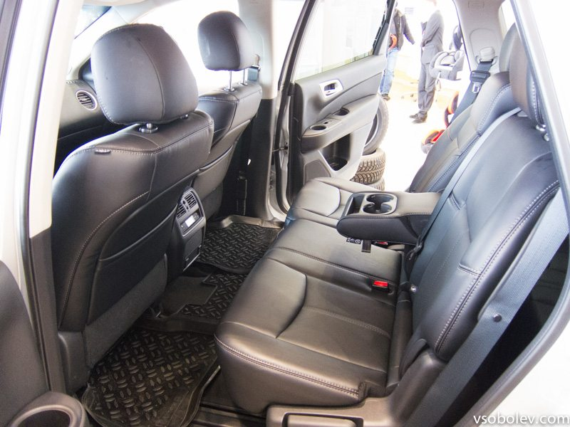 Nissan-pathfinder-salon-10