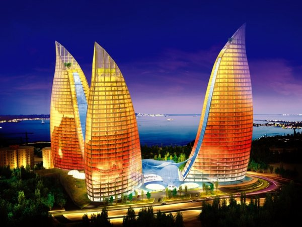 Одна из основных достопримечательностей Баку - в дни нашего присутствия к сожалению не была подсвечена.
