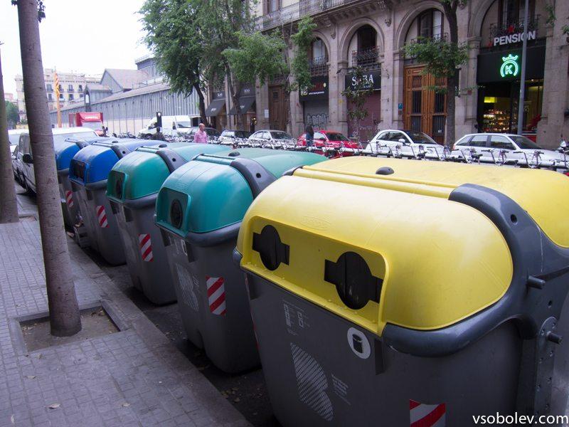 """В Барселоне использованы технологии """"умного города"""", например мусорные бачки с датчиком наполненности, который отсылает данные на центральный сервер."""