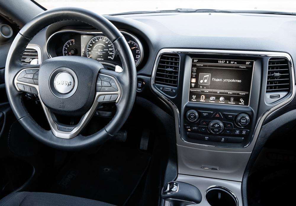 Фото Jeep Grand Cherokee панель